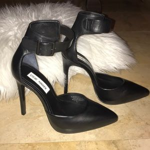 Steve Madden black leather upper flshback heel